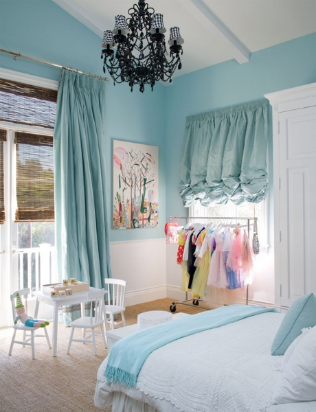 http://www.myhomerocks.com/wp-content/uploads/2012/04/9d-Blue-white-black-kids-girls-room-chandelier.jpg