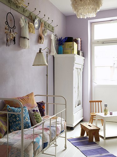 http://www.myhomerocks.com/wp-content/uploads/2012/04/9e-purple-lilac-white-rustic-kids-room-gorls-bedroom-decor.jpg