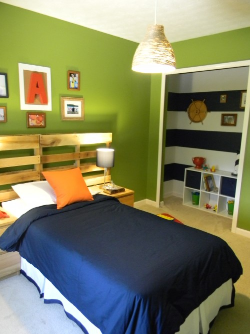 http://www.myhomerocks.com/wp-content/uploads/2012/05/6-green-blue-white-teenage-boy-bedroom-pallet-headboard.jpg