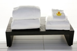 bathroom-towels-bench
