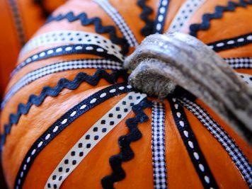 Ribbon pumpkin design